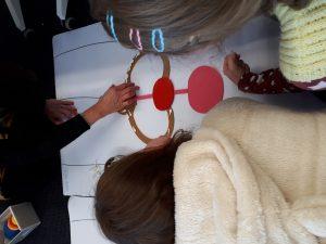 Frauen puzzeln sich ein Bild vom Körper. Foto: Wildwasser